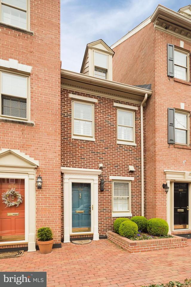 Other Residential for Rent at 678 N Columbus St Alexandria, Virginia 22314 United States