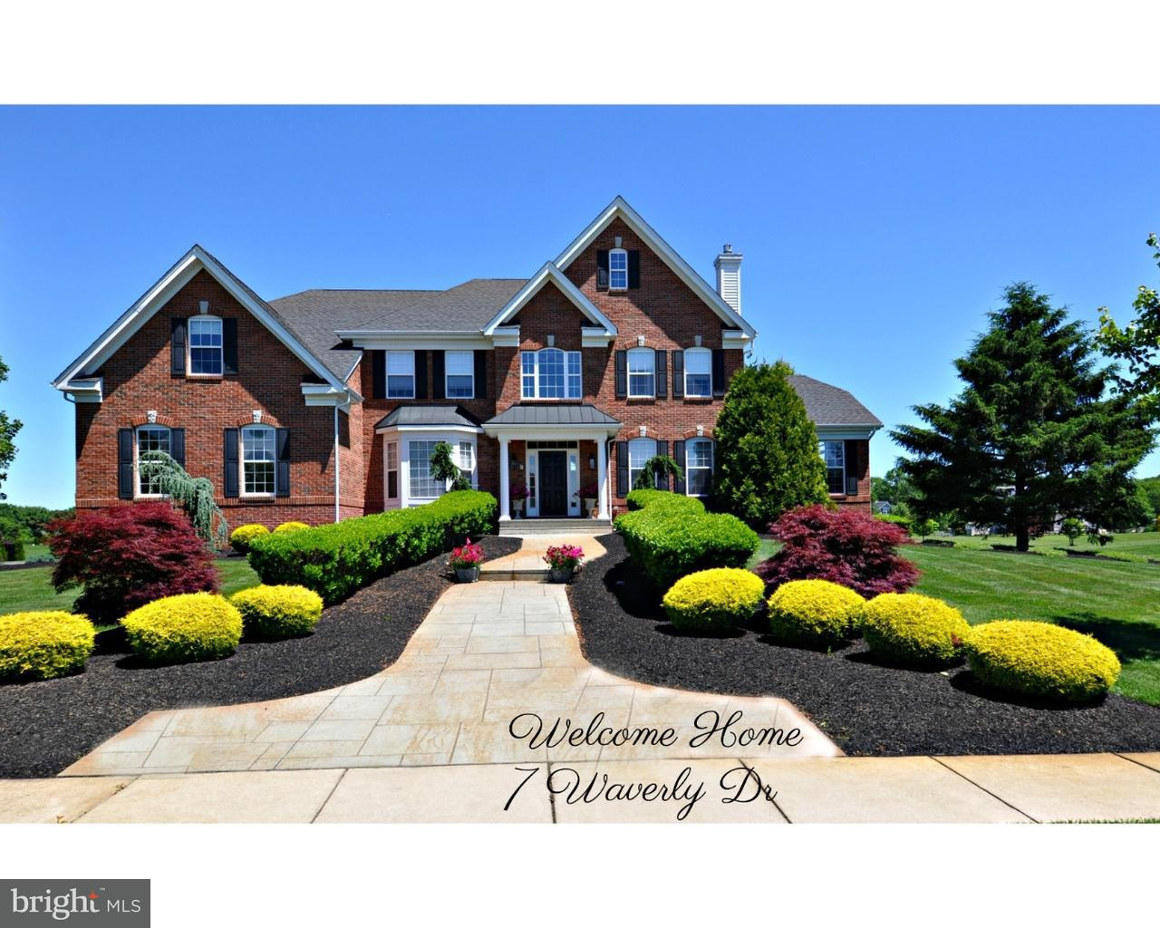 Photo of home for sale at 7 Waverly Drive, Columbus NJ