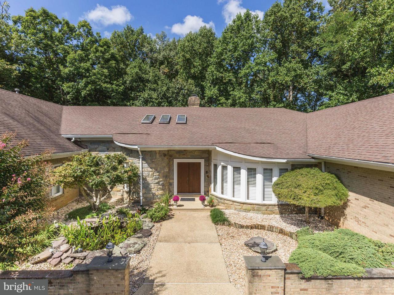 Single Family Home for Sale at 10 Lake Potomac Court 10 Lake Potomac Court Potomac, Maryland 20854 United States