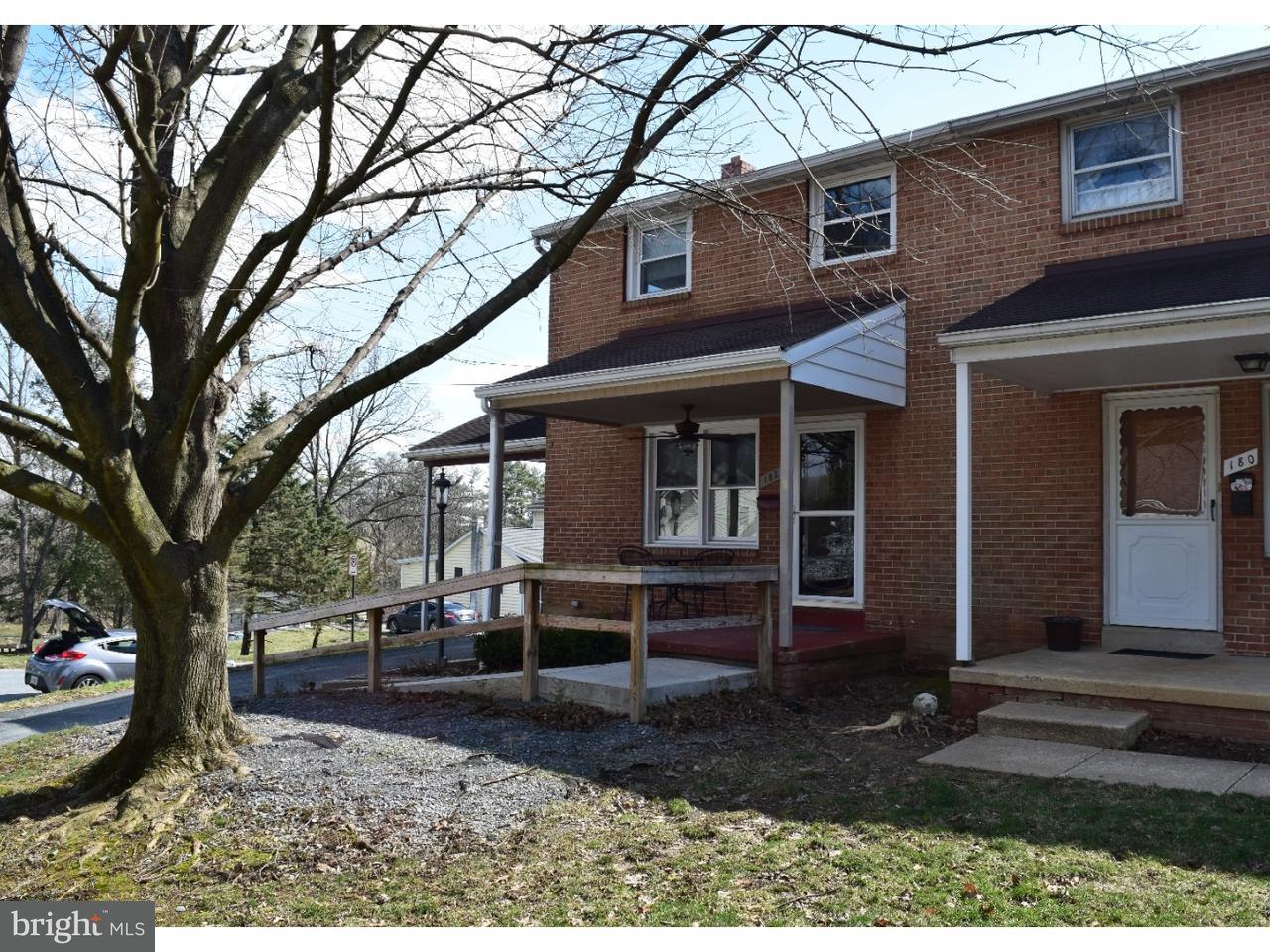 联栋屋 为 销售 在 182 NEW Street 米勒斯维尔, 宾夕法尼亚州 17551 美国