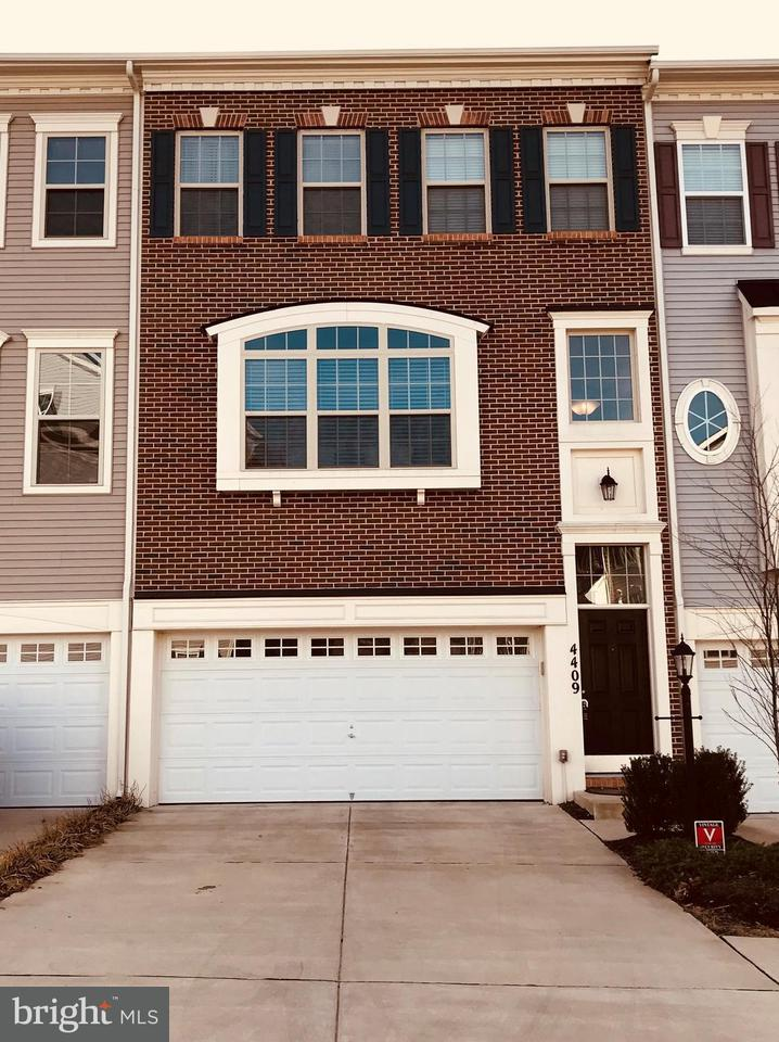 Other Residential for Rent at 4409 Potomac Highlands Cir Triangle, Virginia 22172 United States
