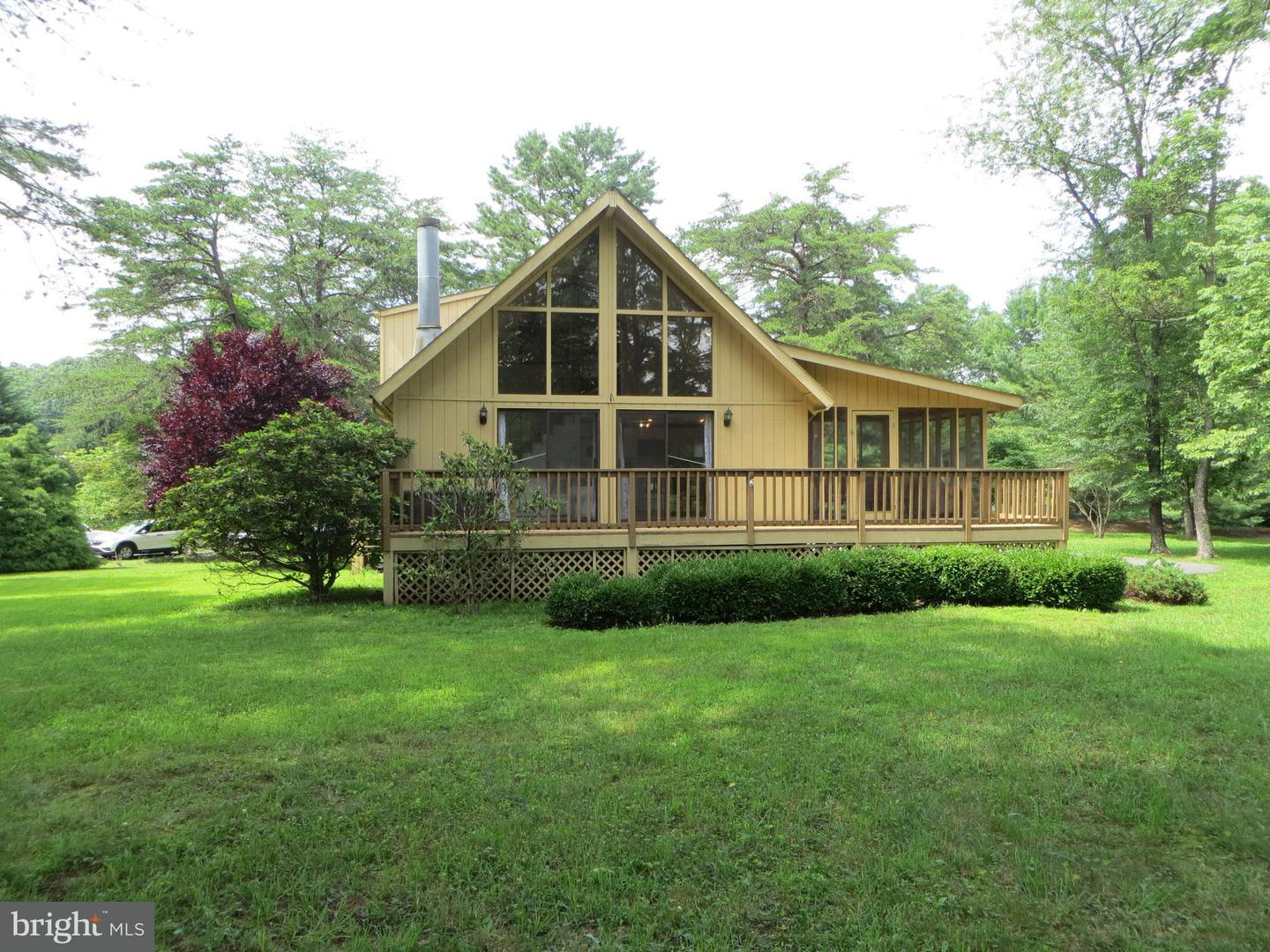 283 The Woods Road Hedgesville, WV 25427