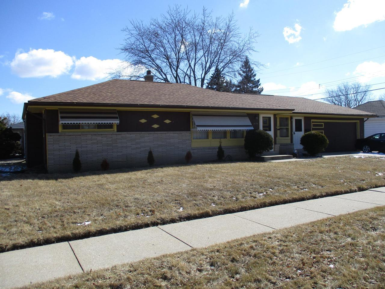 Milwaukee wi homes under 100000 for sale realty solutions group find value in this over sized two bedroom ranch wattached 2 solutioingenieria Gallery